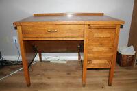 """Bureau """"Vintage"""" en bois."""