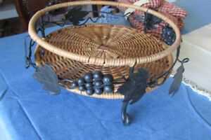 FRUIT BOWL made of Iron and Wicker