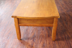Broyhill Wood Coffee Table / Kneeling Desk With Large Drawers Peterborough Peterborough Area image 9