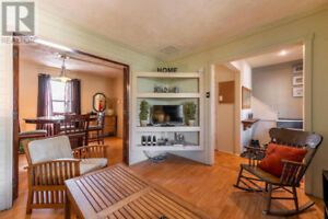 BEAUTIFULLY FURNISHED 3 BEDROOM HOME CLOSE TO U OF W