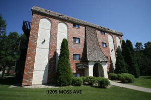 GREAT LOCATION 1&2 BEDROOMS AVAILABLE!