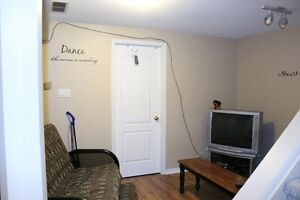FANSHAWE - 1 Room Left! Awesome 5 Bdrm House 2 Mins to Campus London Ontario image 3