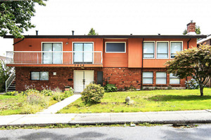 Huge two level home on a spacious and flat 8400sqft lot