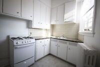LARGE 5 1/2 SEMI-FURNISHED – IDEALLY LOCATED IN NDG