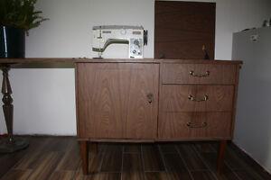 Moulin à coudre dans un meuble