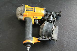 cloueuse a bardeau dewalt model dwfp12658 en bonne condition