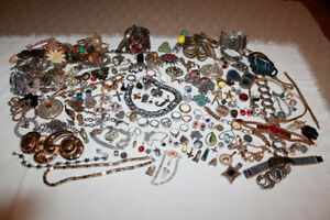 205 Pieces of Vintage and Modern Costume Jewellery