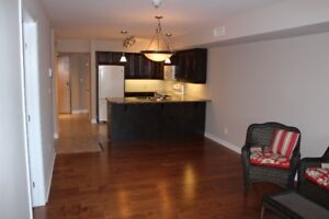 Deluxe One bedroom Condo with Den Almonte 100 Jamieson