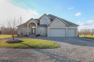 CLASSIC ELEGANCE W/LAKE VIEWS - 4 BR, 2-STOREY BEAMSVILLE HOME