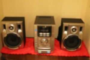 SONY MINI HI FI STERE/CD/CASSETTE WITH 2 SPEAKERS