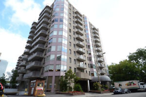DOWNTOWN LARGE & BRIGHT 3 1/2 CONDO APPARTMENT ALL INCL,