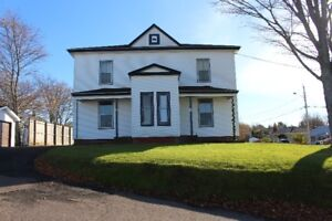Beautiful LARGE Newly Renovated 3 Bedroom Apartment in Truro