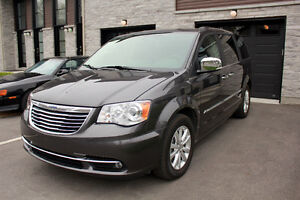 2015 Chrysler Town & Country LIMITED plus options