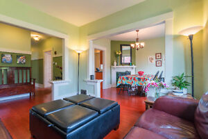 The Charming Fairfield Home - In the heart of Fairfield Victoria