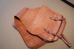 Leather Saddle bags for horses.  Sac de selle pour equitation