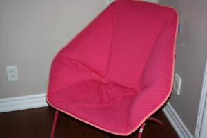 6 PIECES:PINK CHAIR, PILLOWS, CURTAINS AND RUG LIKE NEW