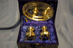 SILVER PLATED COLLECTIBLE SALT & PEPPER SHAKERS WITH BUTTER PL