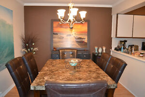 Real marble table and 5 leather chairs (DELIVERY INCLUDED)