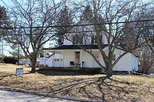 **A MUST SEE** 3 Bdr Home! Brad Sinclair Flat Rate