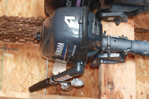 Yamaha 4 Stroke 4HP boat motor with tank in like new condition
