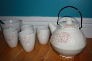 Tea pot, 4 cups and 2 noodle bowls St. John's Newfoundland image 2