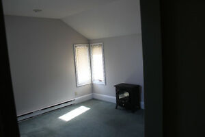 2 bdrm upper flat, walk to ferry, parking included