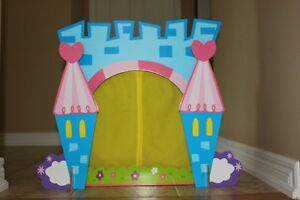 ALEX Toys Crown Tabletop Puppet Theatre