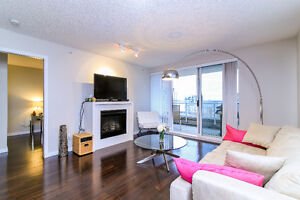 Downtown New West 1035sqft 2 Bedroom+Den Condo with River Views