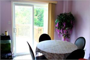 Laurelwood 3 bed+den, double garage 1850sq single house July 1st