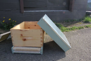 Bees and Beekeeping Supplies / Equipment