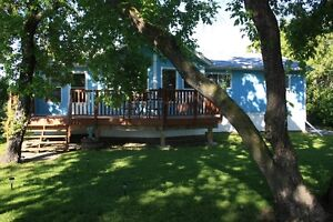 Lakefront cottage for sale in Sugar Point Trail