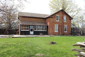 Highway 89 & Airport Rd: 4 Bedroom Victorian Farm House for Rent