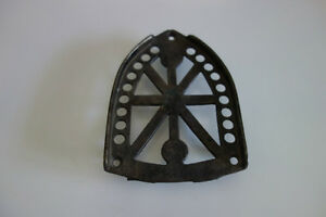 ANTIQUE DECORATIVE CAST IRON SAD IRON TRIVET JAS SMART Mfg