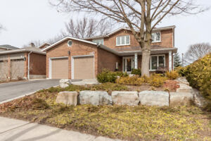 Stunning Lorne Park Home For Sale - 4+1 Beds, Must See!