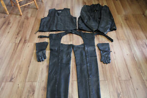 Vêtements de cuir pour moto à vendre.
