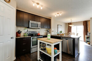 3 Bed 2.5 Bath In Leduc Attached Garage and HUGE YARD + A/C