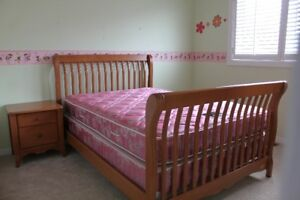 Quality Full/Double Bedroom Set - Canadian made (Dutailier)