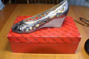 Guess Wedge Ladies 8 - NEW