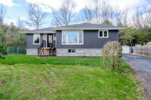 WOW! Stunning Detached Home only $399,900!!!