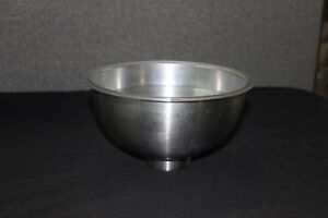 Hot/cold serving bowl with insert. Moose Jaw Regina Area image 5