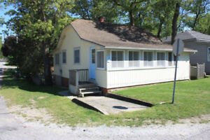Grand Bend Cottage One Block From Main Beach!!