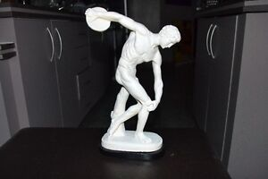 VINTAGE DISCOBOLO STATUE MADE IN ITALY 14 inches tall MINT Gatineau Ottawa / Gatineau Area image 2