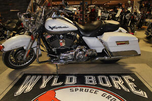 EYE CATCHING WHITE GOLD / PEWTER PEARL FLHR ROAD KING