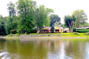 Beau bord de l'eau à Laval