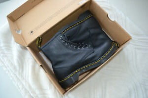Brand New Doc Martens Original boots w/ Box Real Leather
