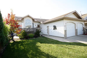 4 Bedroom Bungalow Close to Saamis Rotary Park!