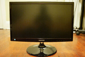 "Samsung FHD Monitor 22"" LED S22C300H - Good condition"