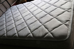 Delivery DOUBLE SERTA BED (mattress & boxspring)