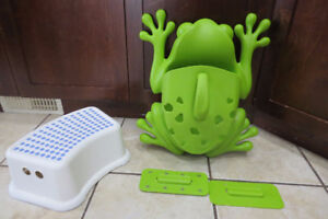 Boon Frog Pod Bath Toy Scoop, Drain and Storage + Stool