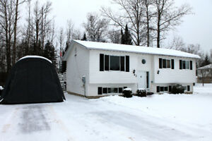 Beautiful Home on Corner Lot in Chalk River